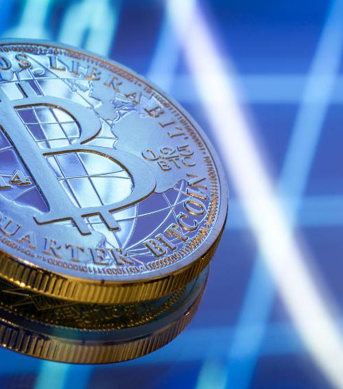 Bitcoin bate recorde e supera US$ 61 mil; saiba mais sobre a criptomoeda