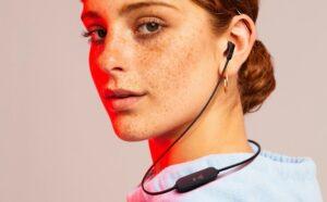 JBL lança fone de ouvido bluetooth com 16 horas de bateria