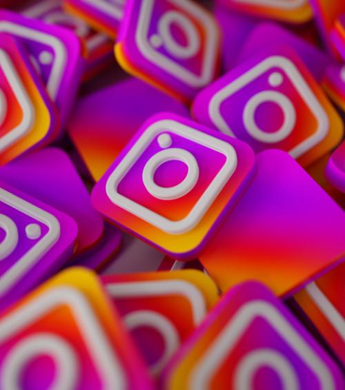 Instagram testa figurinha com link externo para todos usuários