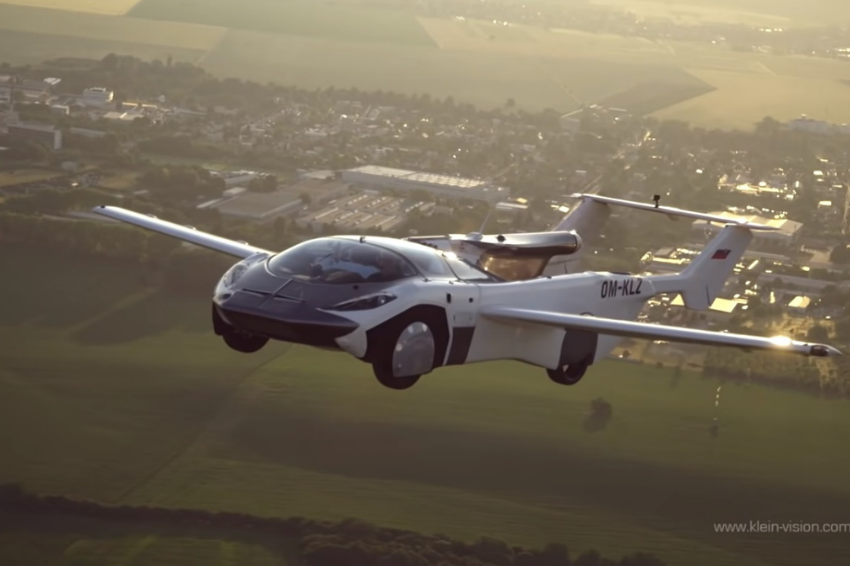 Carro voador faz trajeto de 35 minutos na Eslováquia