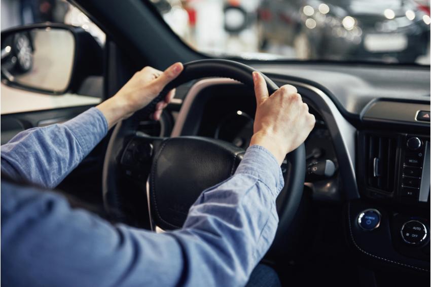 Uber exclui mais de mil motoristas do app por cancelamento de viagens